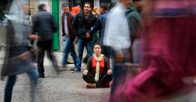 Mertesger listens to earth VIII (Performance in Tétouan, Morocco 2015)
