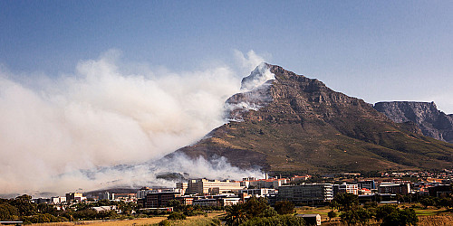 Daily Maverick: 'Apocalyptic fire reaps day of unforgiving destruction in Mother City'