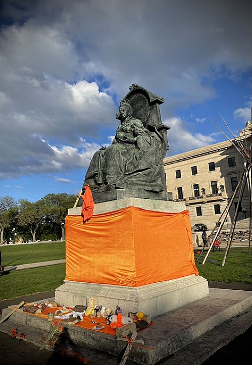 Artnet: 'Canadian Protesters Toppled Statues of Queens Victoria and Elizabeth II...'